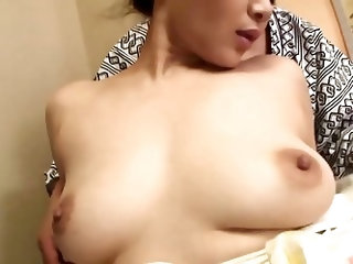 Spicy Japanese mom pussy