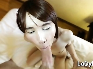 Naked tranny Phoo gets filled up to an edge